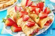 Палачинки от прясно мляко с ягоди и крем от сирене маскарпоне и кондензирано мляко